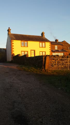 Chilled out Farmhouse in the Eden Valley - Renwick - บ้าน