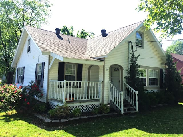 American Cottage in the Heart of Bentonville