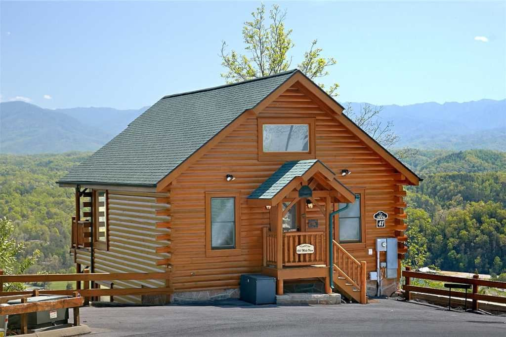 100 mile view cabins for rent in pigeon forge tennessee for Large cabins in pigeon forge tennessee