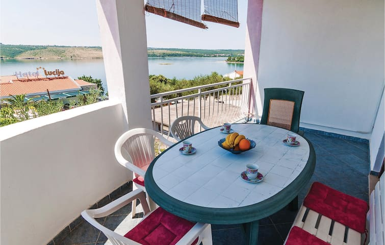 Holiday apartment with 3 bedrooms on 63m² in Posedarje