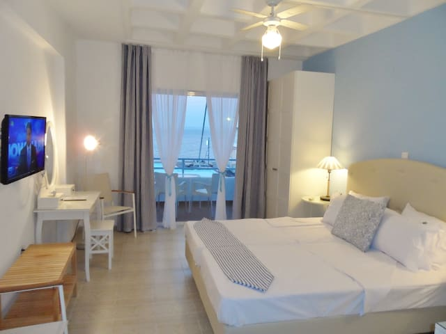 SEAFRONT STUDIOS AND APARTMENTS - Chios - Aamiaismajoitus
