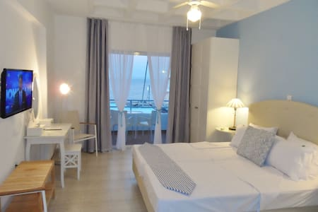 SEAFRONT STUDIOS AND APARTMENTS - Chios - Szoba reggelivel