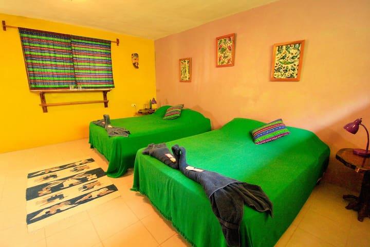 Gucumatz Lakeside Inn. Room 3. (2 double beds) - San Jose - Gästehaus