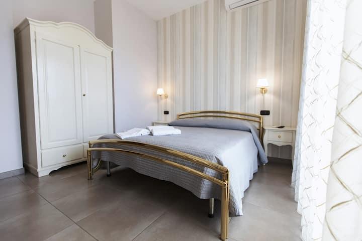 Rent Rooms San Nicola (MATRIMONIALE)