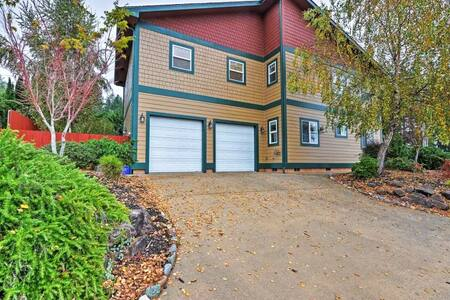 Lovely 3BR Brookings House w/Private Hot Tub! - Brookings - Casa