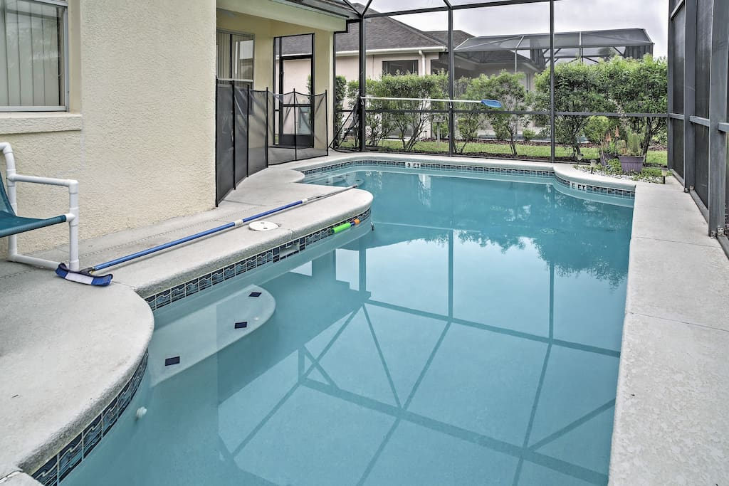 Play in the private outdoor pool!