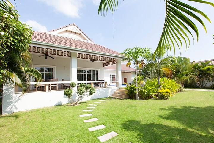 beautiful pool villa in SHV