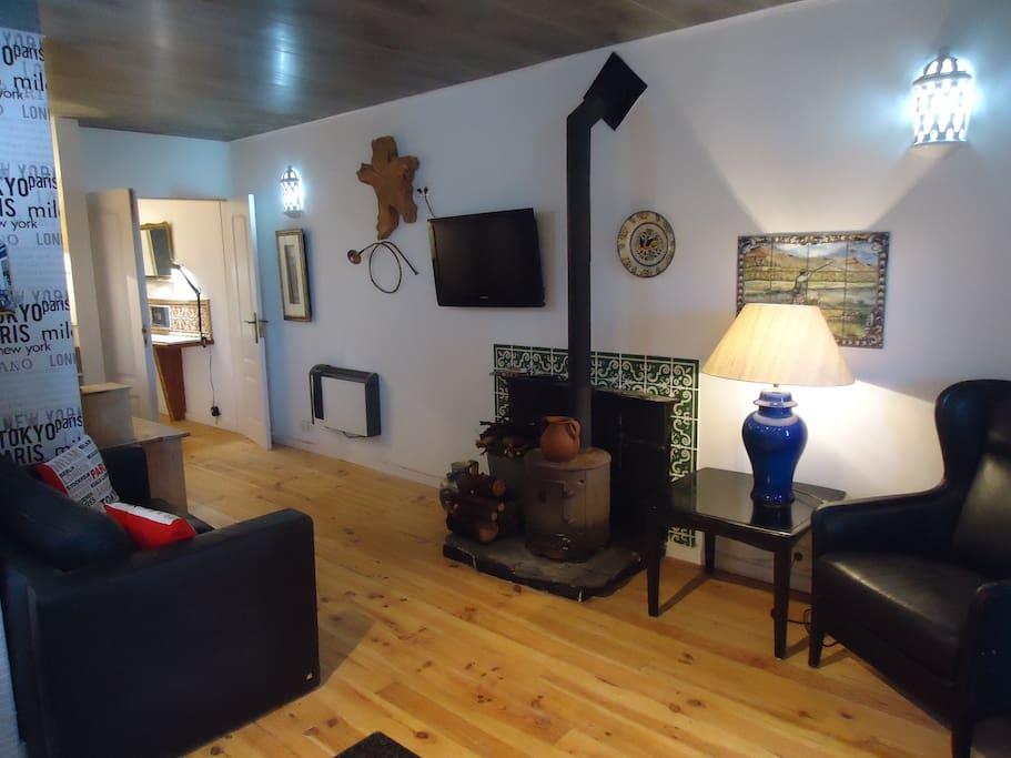 Lounge, cable TV, wood burning stove Wi-Fi