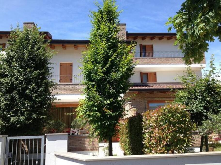 Villa adria a lignano sabbiadoro cottage in affitto a for Piani di bungalow di 1500 m