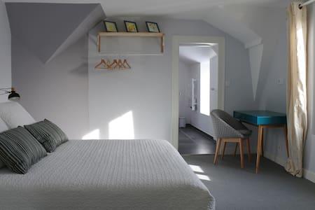 Chambre de charme dans une belle maison de ville - Vendôme - Bed & Breakfast