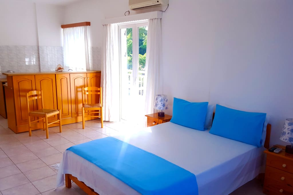 Blue White Hotel Studio 2 Persons (Double Bed)