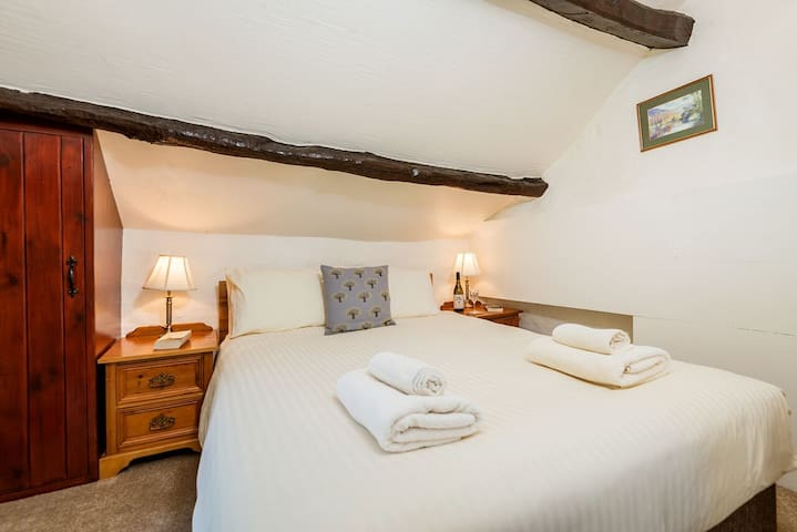 Upstairs double bedroom with kingsize bed