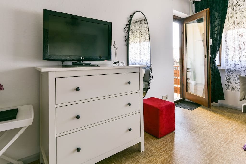 TV in the  spacious room (works with Chromecast)