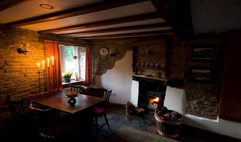 Romantic cosy holiday cottage - Kington - Huis