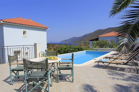 Sea front villa in Samos island - Willa
