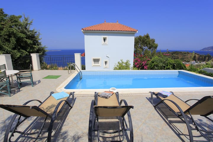 Sea front villa in Samos island
