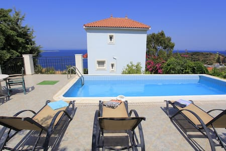 Sea front villa in Samos island - Agia Paraskevi - Villa