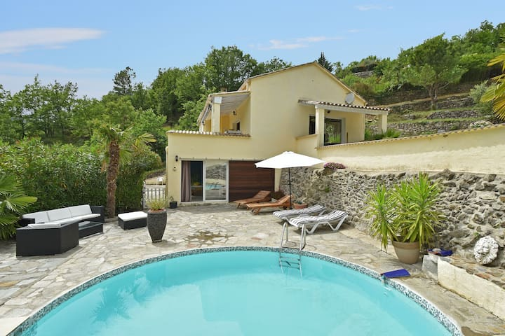 Villa with private swimming pool within walking distance of the river, near the Ardèche