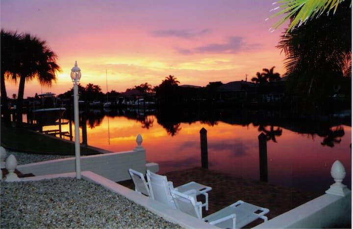 Villa Catalina Isles: dot com