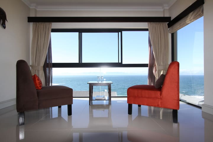 Views from your privately enclosed sunroom - Shingwedzi Room