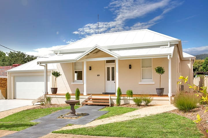 Lovely Home - Beautiful, Quiet area close to town - East Tamworth - Huis