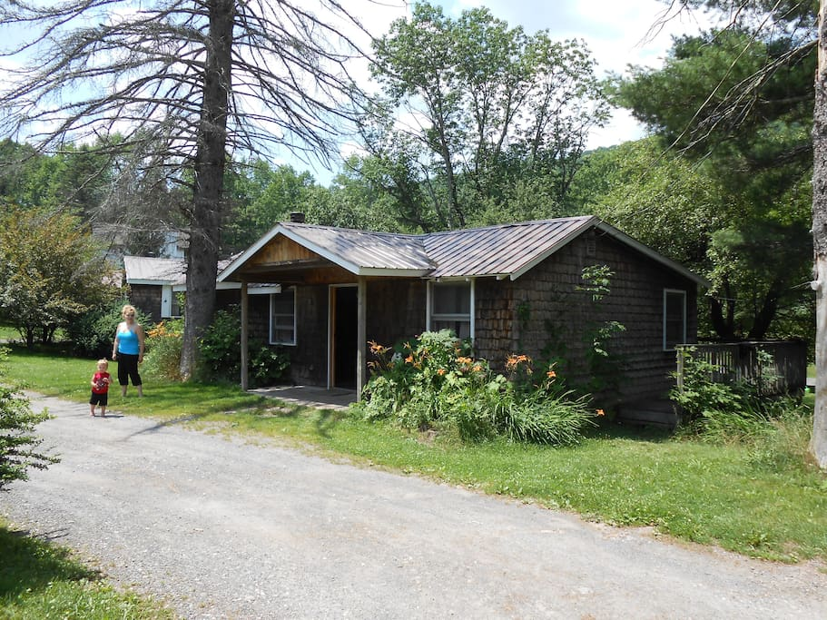 Catskill cabins with fireplace 3 br cottages for rent in for Cabins in the catskills