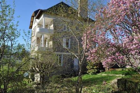 A perle de vue grande villa avec grande piscine - Uzerche