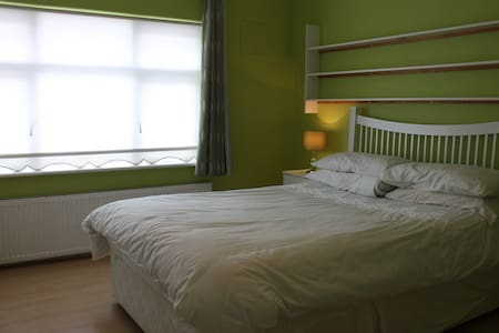 Large Room With Double & Single Bed - Dublin