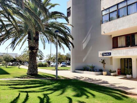 Beachfront Cozy Apartment - River View & Free WiFi