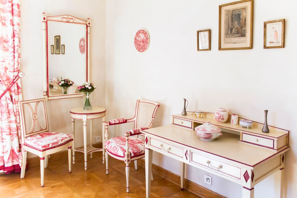 Small Provencal office-desk in the bedroom