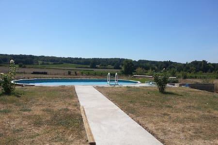 Maison avec piscine entre  vignes et  tournesols - Bonneville-et-Saint-Avit-de-Fumadières