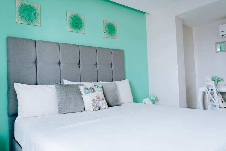 Bonito Estudio con cama King en el Hotel Venedik!