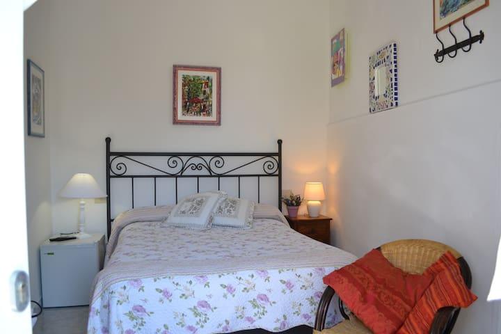 small bedroom, privacy, fresh breakfast - Corniglia - Apartment