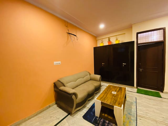 THE MAPLE'S AIRPORT 2BHK APARTMENT WITH FREE WIFI