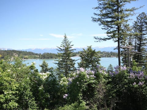 Cottage overlooking Somers Bay at Flathead Lake