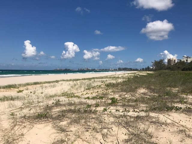 Gold Coast holiday unit in beachfront complex
