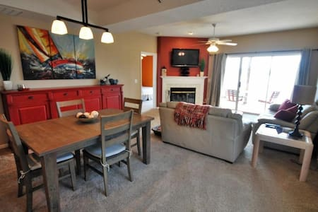 Waterfront AMAZING view, 3BR 2Bath, 2 heated pools - Lake Ozark - Appartement en résidence