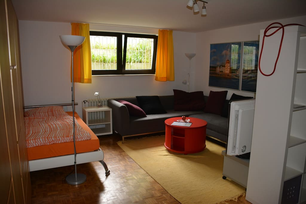 Allies Bed and Breakfast Düsseldorf - Bed and breakfasts for Rent in Dusseldorf, North Rhine ...