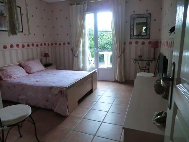 chambre d 39 amis la roche sur yon maisons louer la roche sur yon pays de la loire france. Black Bedroom Furniture Sets. Home Design Ideas