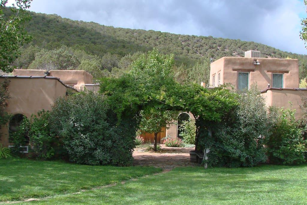 Private hacienda secluded setting case in affitto a for Piani casa adobe hacienda