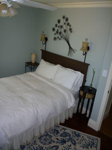 Bedroom 1: Super comfortable bed with memory foam mattress!