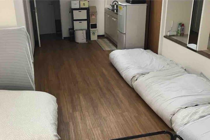 ベッド4、布団3