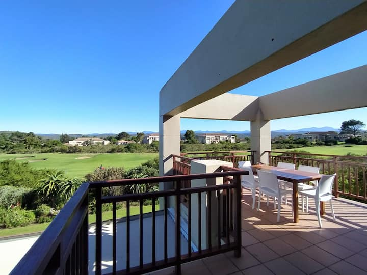 Mandy's Sunny Apartment with Large Balcony, Golfcourse & Views