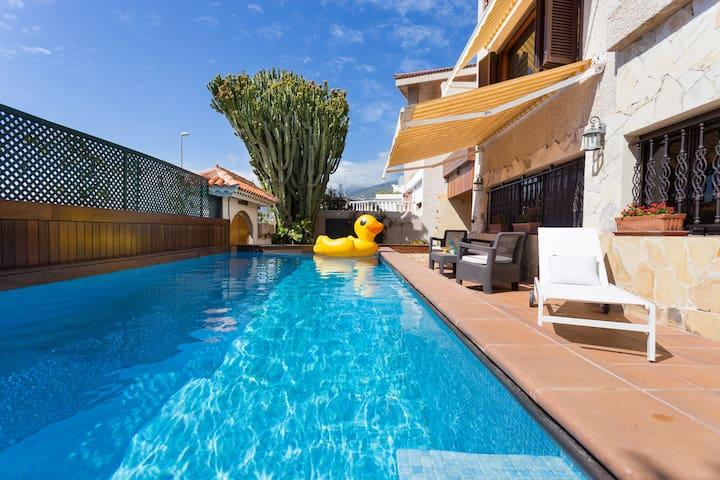 *Amazing sea views, pool, terrace and BBQ*