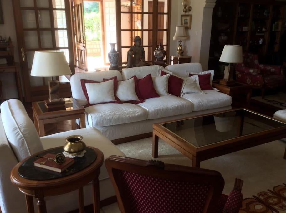 Living room avec TV et cheminée