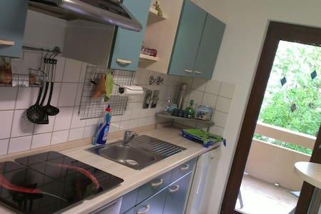Helle 3 Zimmer mit Parkplatz & Wlan - Reutlingen - Pis