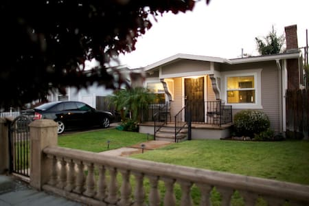 Large Craftsmen w/ yard ~ Perfect for families - San Diego - Hus