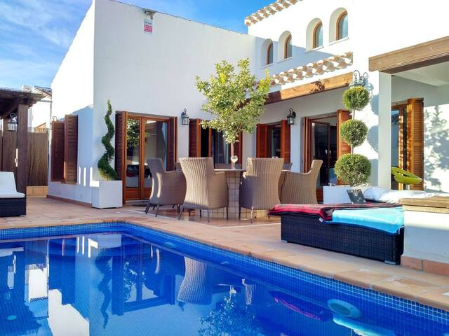 Golf resort villa with pool and Jacuzzi - Murcia - Villa