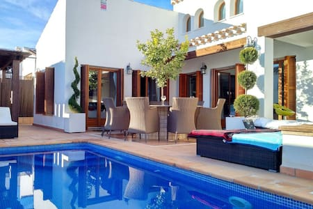 Golf resort villa with pool and Jacuzzi - Murcia