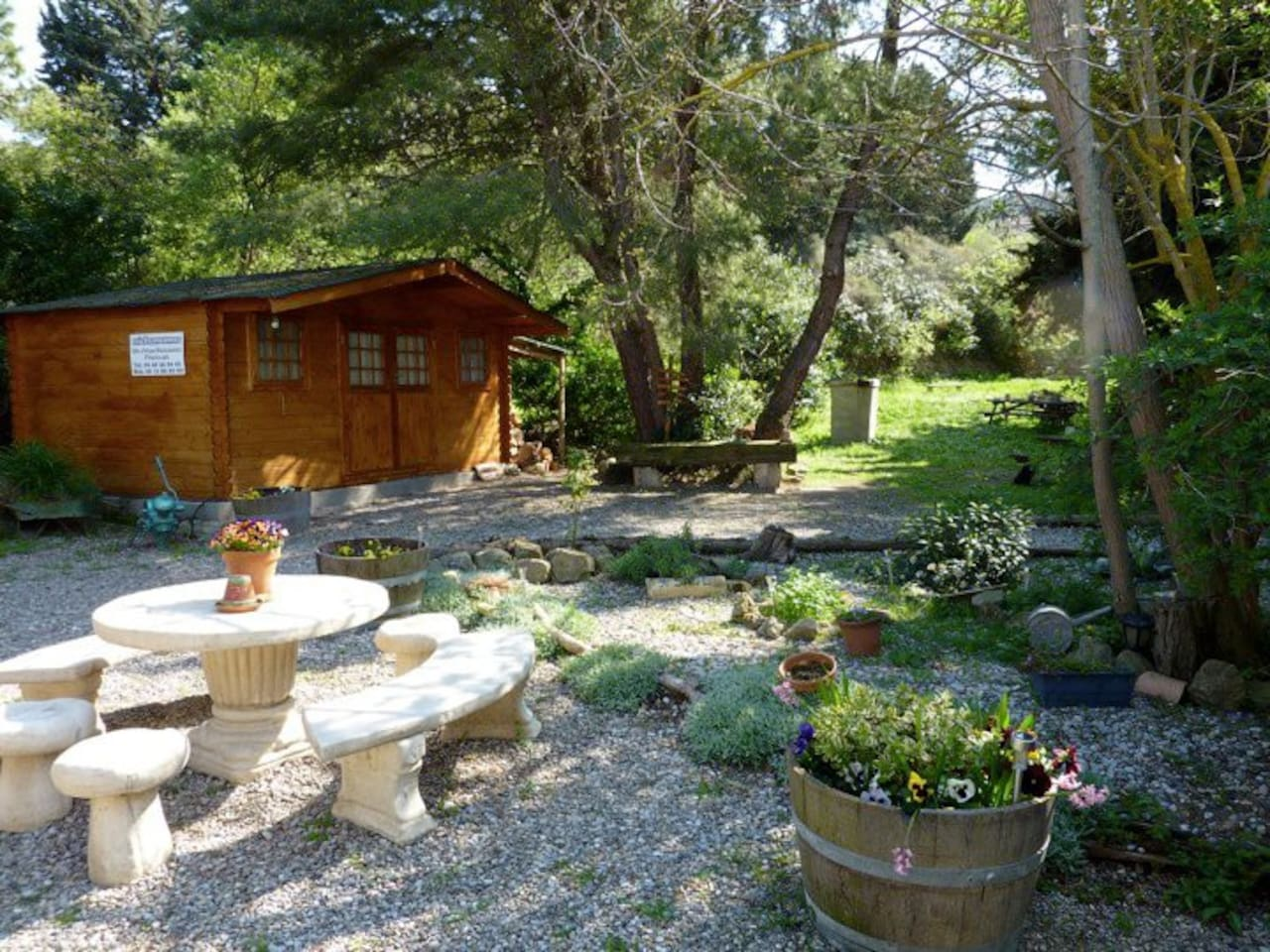 Sidsmums Travellers Retreat 6 bed Cabin with double bed situated in our beautiful garden